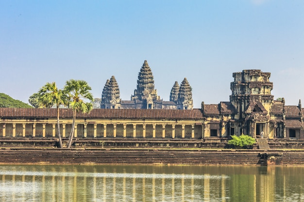 Castello antico in cambogia, angkor wat