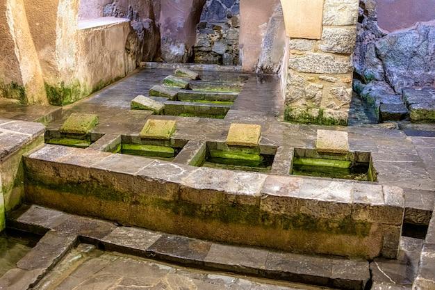 Antico lavatoio comune nella città di cefalù. sicilia.
