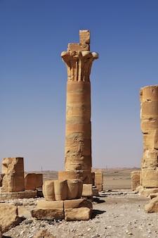 Antico tempio egizio di tutankhamon sull'isola di soleb, sudan, nubia
