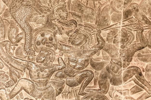 Antica incisione nel castello antico in cambogia, angkor wat