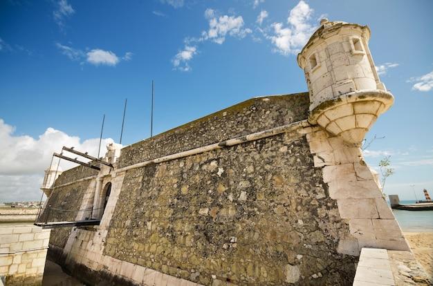 Fortezza antica a faro, algarve, portogallo.
