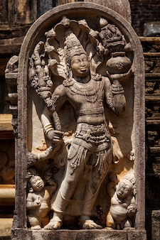 Antico rilievo in pietra di guardia