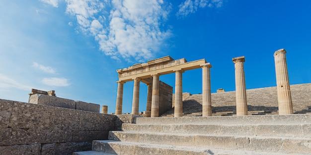 Antiche magnifiche colonne greche dell'acropoli di lindos