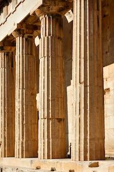 Colonne classiche di marmo antiche, atene, grecia