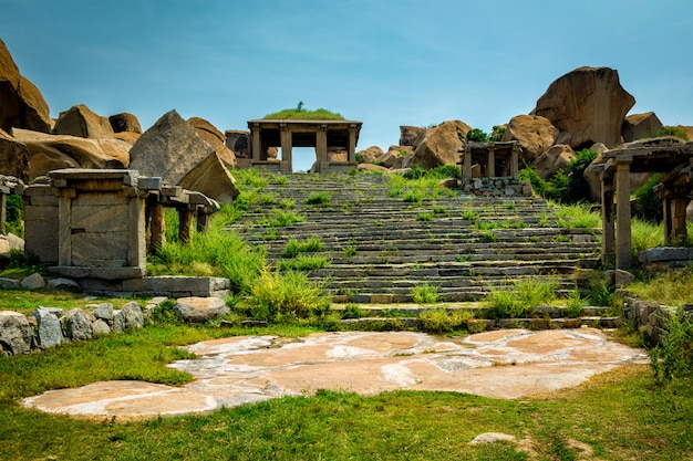 Rovine antiche a hampi, india