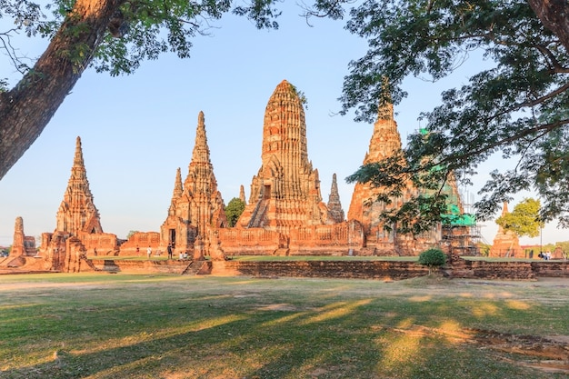 Rovine antiche di wat chai watthanaram a ayutthaya, parco storico di ayutthaya, tailandia