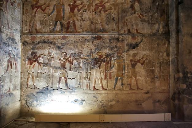 Antico tempio abydos nel deserto del sahara in egitto