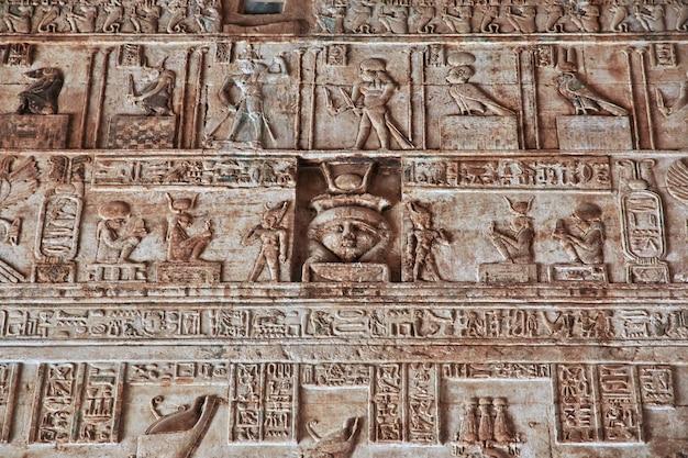 Antico tempio hathor a dendera, egitto