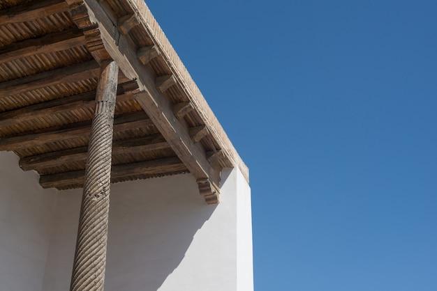 Antico soffitto in legno a bukhara, asia centrale