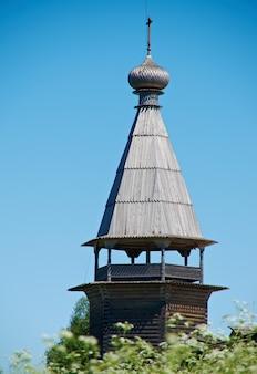 Chiesa di legno antica cimitero di pochozersky. villaggio. regione di arkhangelsk, russia