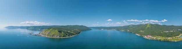 Il fiume angara in siberia che lascia il lago baikal vista panoramica