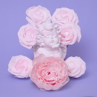 Angelo in rose. arte minimale piatta