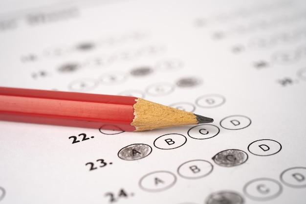 Rispondi ai fogli con riempimento del disegno a matita per selezionare la scelta, il concetto educativo