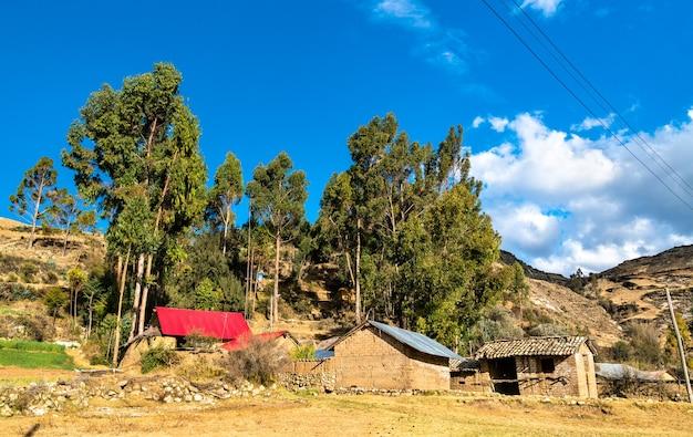 Antacocha tipico villaggio peruviano nelle ande