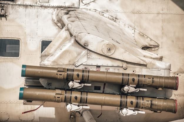 Missile guidato anticarro su ala di elicottero