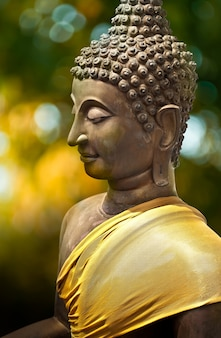 Antica scultura del buddha, bangkok, thailandia
