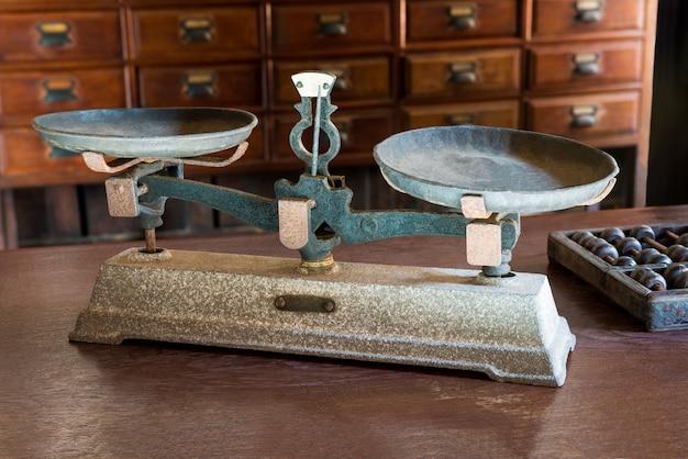 Antica bilancia per pesare nell'antica farmacia