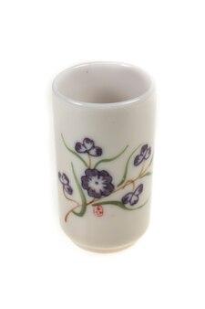 Tazze da tè antiche su sfondo bianco.