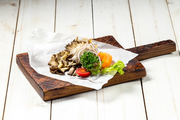 Antipasto funghi marinati con verdure