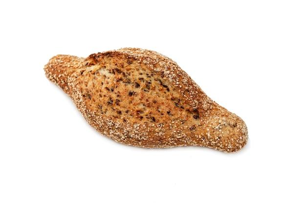 Pane di cereali appetitoso su uno sfondo bianco isolato. vista dall'alto.