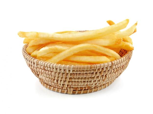 Patate fritte appetitose su un bianco