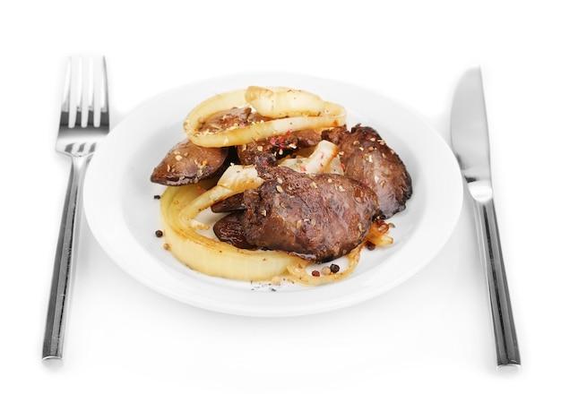 Appetitosi fegatini di pollo fritto sul piatto isolato su bianco Foto Premium