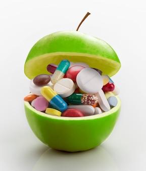 Mela piena di medicinali