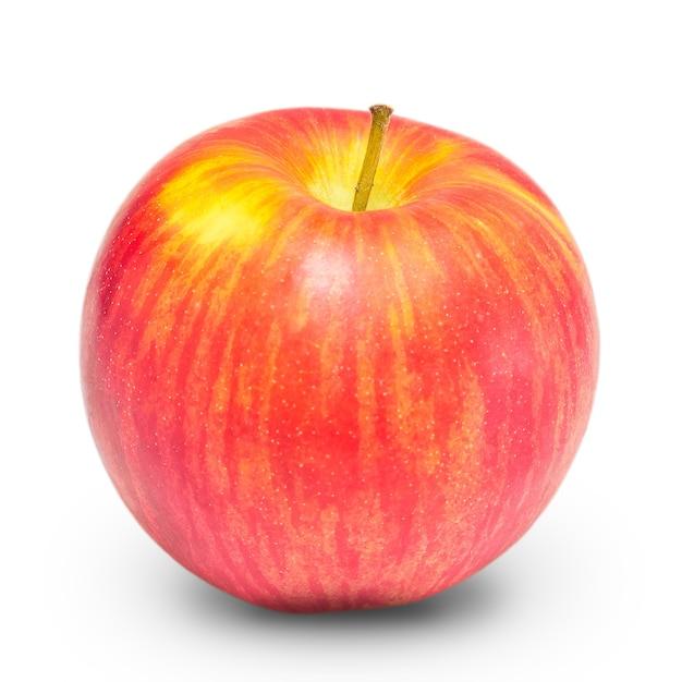 Nuovo raccolto di mele a strisce rosse e gialle su uno sfondo bianco isolato