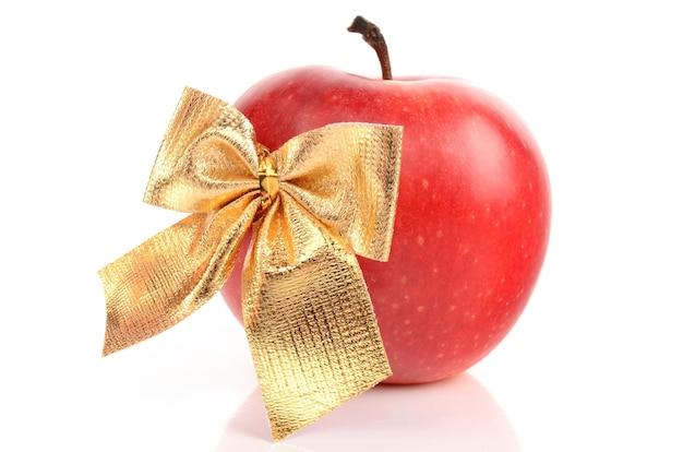 Apple su uno sfondo bianco