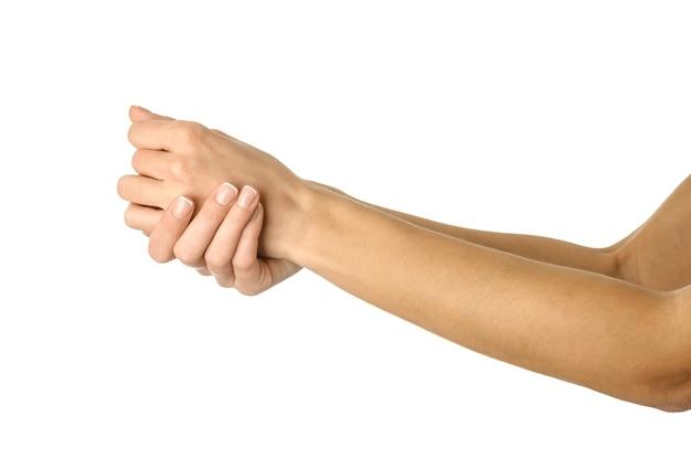Applicare crema, massaggiare, lavarsi le mani. mano della donna con il manicure francese che gesturing isolato. parte della serie