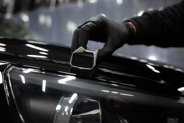 Applicazione della nanoceramica alle automobili. concetto di protezione della vernice auto