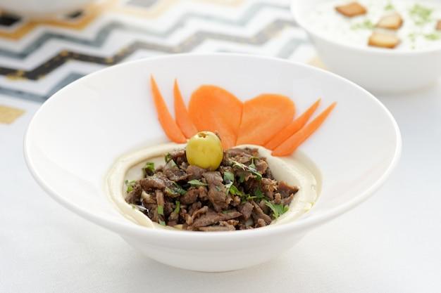 Hummus shawarma arabo, cucina egiziana, cucina mediorientale, mezza araba, cucina araba, cucina araba