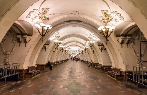 Stazione arbatskaya della metropolitana di mosca russia
