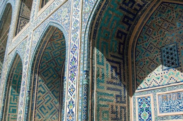 L'arco e il design esterno dell'antico registan a samarcanda architettura dell'asia centrale
