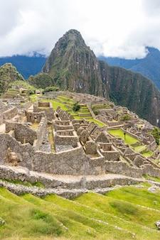 Resti archeologici di machu picchu situati nelle montagne di cusco. perù