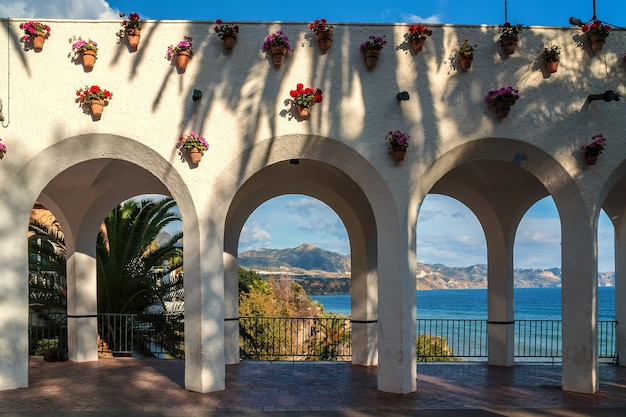 Archi in punto panoramico a nerja