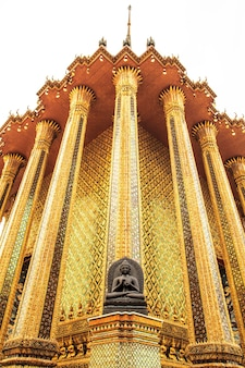 Tempio spettacolare dell'opera d'arte buddista di architettura in tailandia.