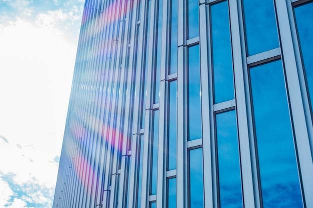 Dettagli dell'architettura edificio moderno facciata in vetro sfondo aziendale