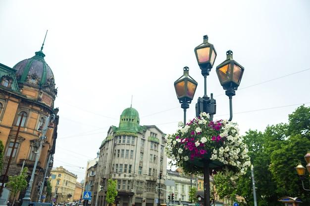 L'architettura della città vecchia di lviv. vecchia europa. edifici d'epoca