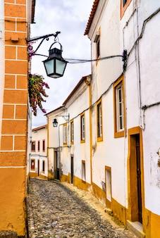 Architettura del centro storico di evora. patrimonio mondiale dell'unesco in portogallo
