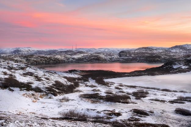 Laghi di montagna invernali artici fauna settentrionale penisola di kola