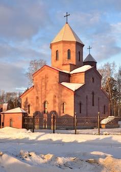 Chiesa armena a novosibirsk in inverno surb astvatsatsin è una chiesa ortodossa armena