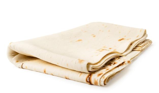 Primo piano di lavash armeno su bianco