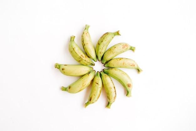 Banane organizzate. concetto di cibo creativo