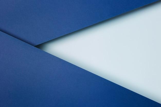 Disposizione dello sfondo di fogli di carta blu