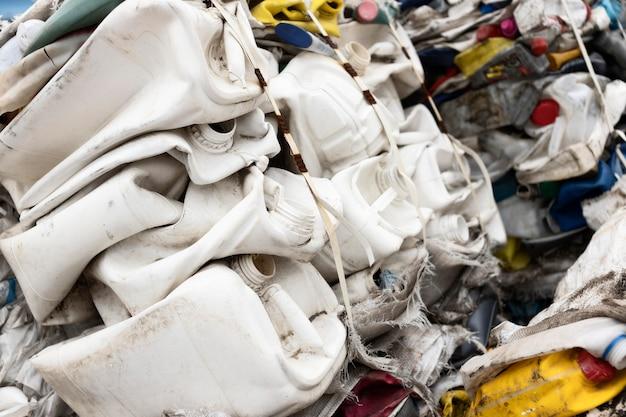 Disposizione degli oggetti sporchi scaricati