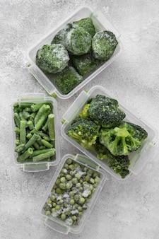 Disposizione del cibo verde congelato