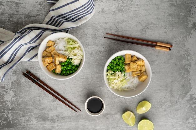 Accordo con delizioso pasto vegano Foto Premium