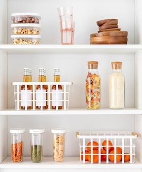 Predisposizione con contenitori per alimenti