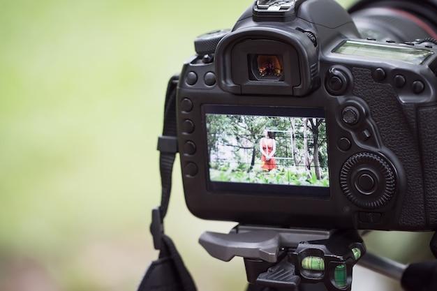 Asian beauty vlogger recensione tutorial vlog clip virale in live streaming e dietro il video del cameraman
